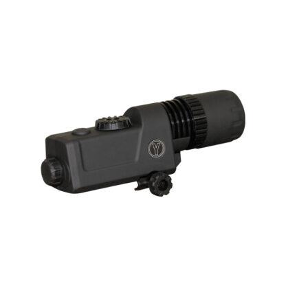 YUKON 940 IR LED LYGTE er optik til våben når man går op jagt. Den giver kikkertsigtet en bedre afstandsfornemelse med en infrarød stråle
